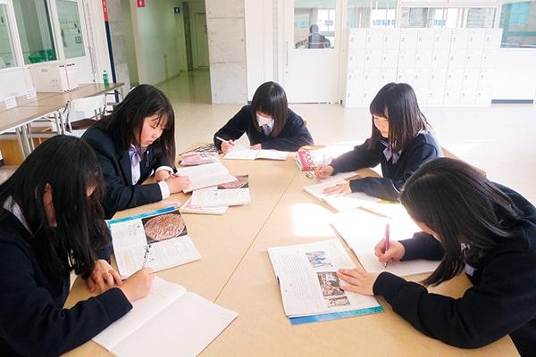 教員室前(質問テーブル)