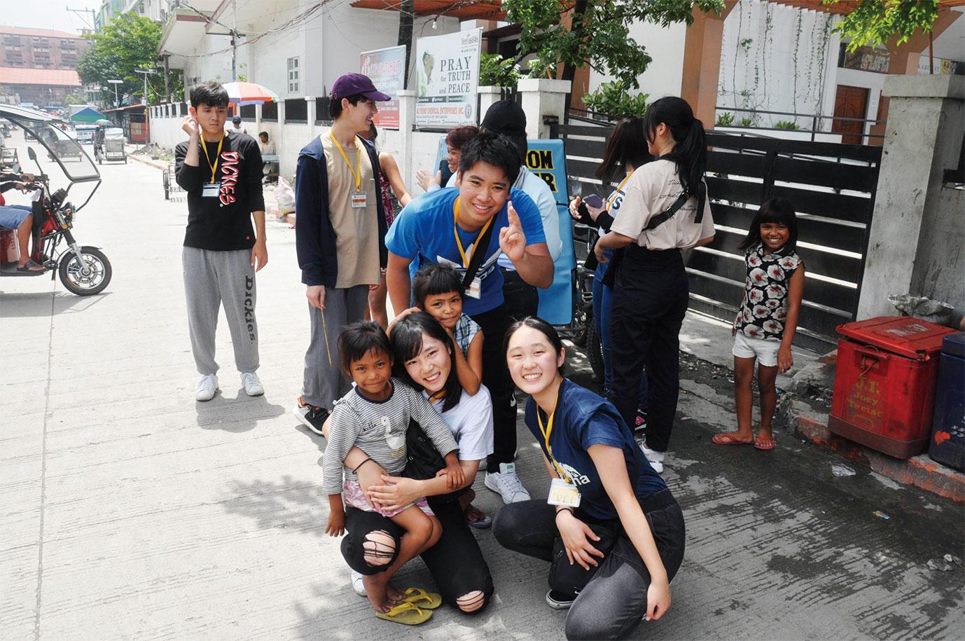孤児院にて(フィリピン)