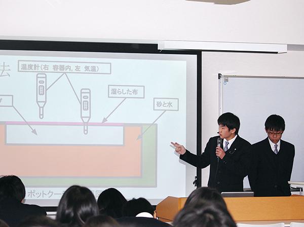 リサーチフェア(1月)グループで発表大学の教授が審査員